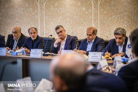 نشست وزیر اقتصاد و دارایی با فعالان اقتصادی