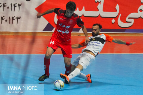 پیروزی شیرین گیتی پسند در روز پوکر احمد عباسی
