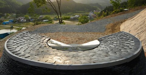 نمادی برای قربانیان زلزله