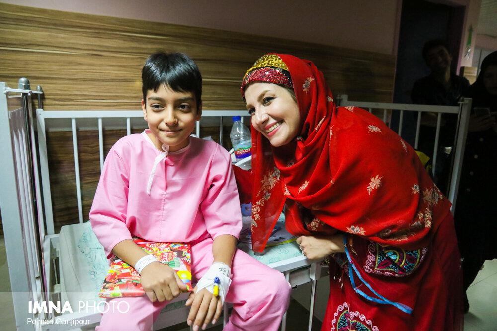 کاروان شادی جشنواره در بیمارستان کودکان امام حسین(ع)