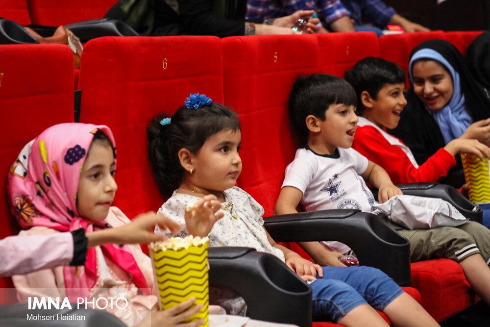 کودکان نابینا خاله قورباغه را در سینما دیدند