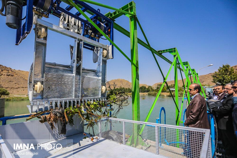 بهرهبرداری از سیستم مکانیزه جمعآوری ضایعات رودخانه زایندهرود