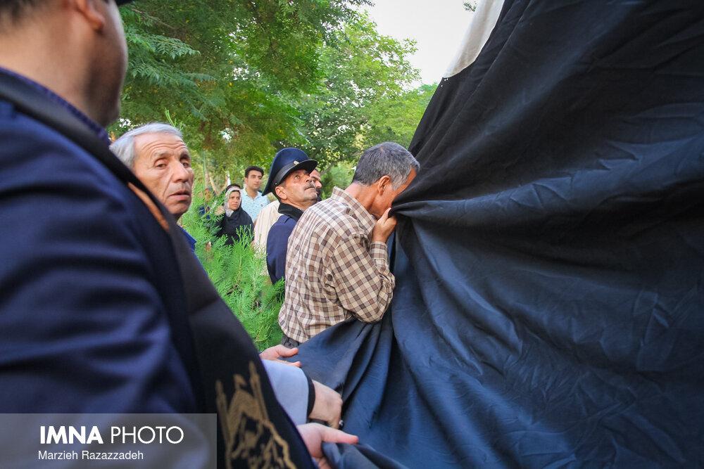 """آیین اهتزاز ابر پرچم """"یا حسین""""در میدان بزرگمهر"""
