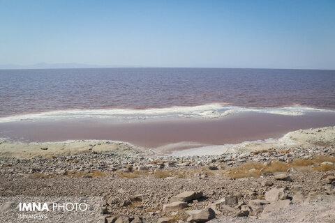 حجم فعلی آب دریاچه ارومیه ۳.۴۹ میلیارد مترمکعب است