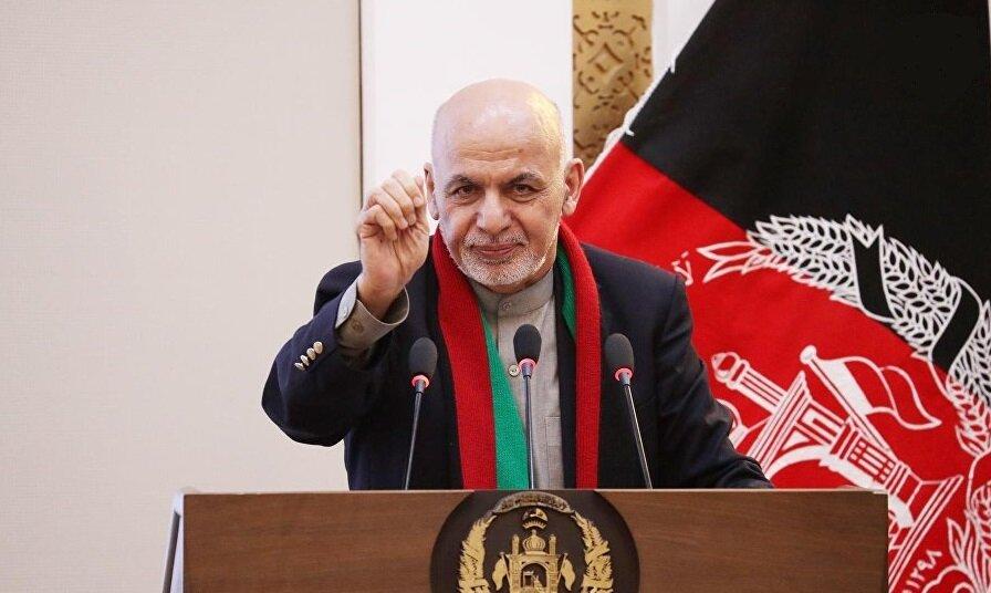 اشرف غنی فرمان آزادی ۴۰۰ زندانی طالبان را امضا کرد