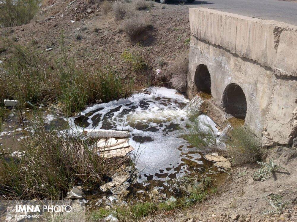 چرا با آلودگیهای بزرگترین کارخانه کاغذسازی اصفهان برخورد نمیشود؟