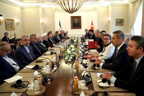 ایران و ترکیه به روابط اقتصادی همه جانبه خود ادامه خواهند داد