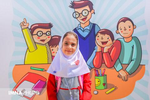 Iranian schools warmly welcome students