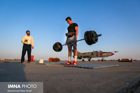 مسابقات قویترین مردان اصفهان در پایگاه هشتم شکاری به مناسبت هفته دفاع مقدس