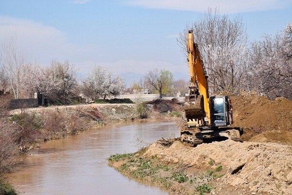 اجرای عملیات لایروبی از کانالهای سطح شهر ارومیه