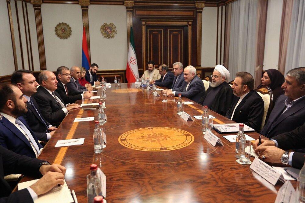 توسعه روابط با کشورهای همسایه از اصول سیاست خارجی ایران است