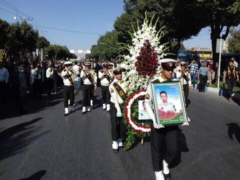 پیکر شهید مدافع امنیت در شاهینشهر تشییع شد