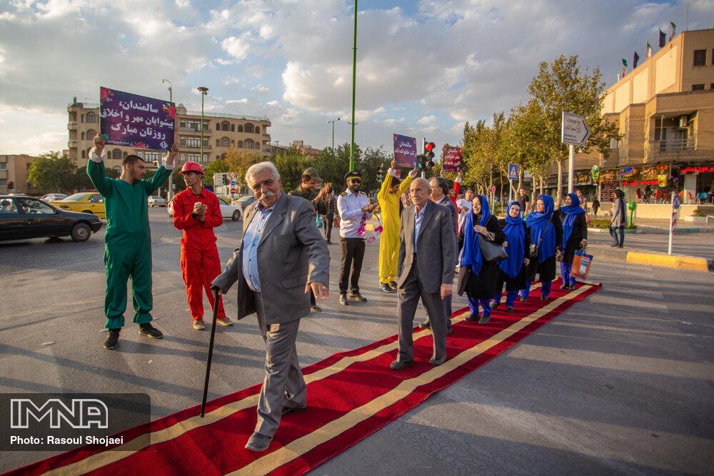 اصفهان چقدر با شهر دوستدار سالمند فاصله دارد؟