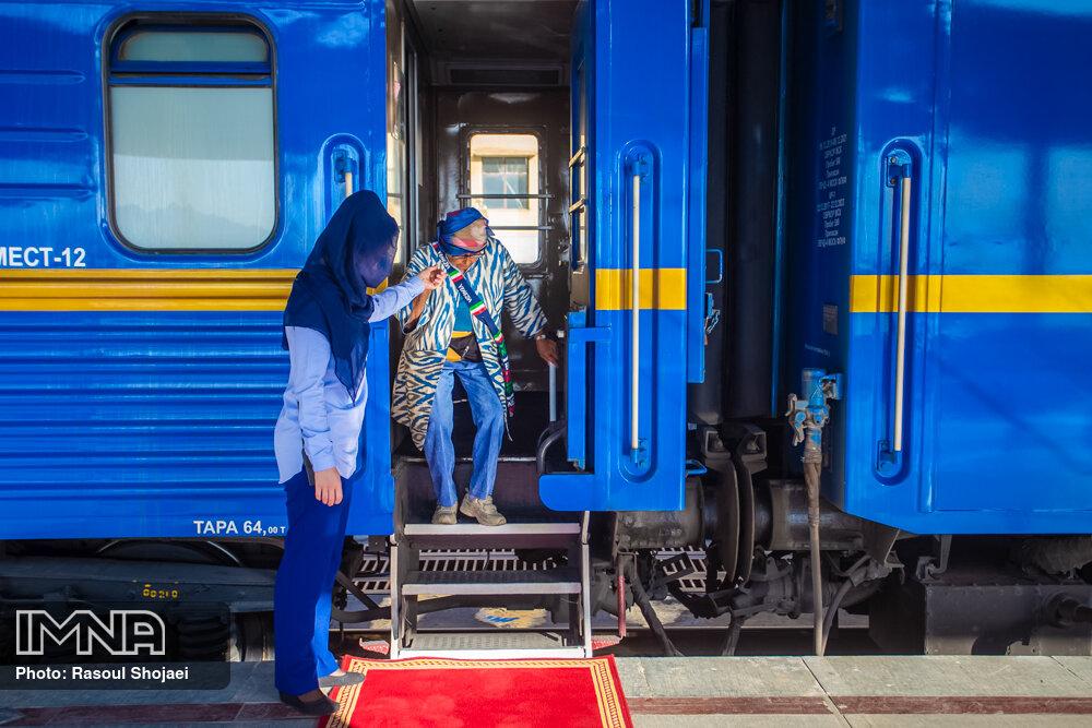ورود قطار گردشگری عقاب طلایی به اصفهان