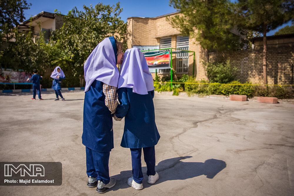 کلاسهای حضوری دانشآموزان با تائید شورای مدرسه برگزار میشود