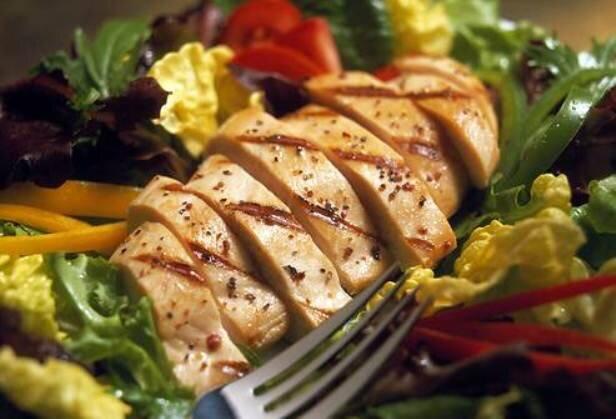 سالمندان برای مقابله با کرونا پروتئین مصرف کنند