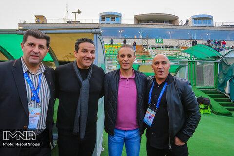 دیدار تیم های ذوب آهن و شهر خودرو مشهد
