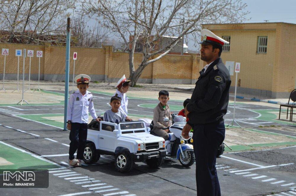 آموزش قوانین راهنمایی و رانندگی به یکهزار نوآموز همدانی