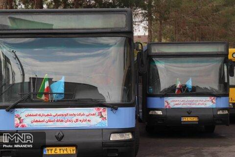 اهداء دو دستگاه اتوبوس بازسازی شده به اداره کل زندان های استان