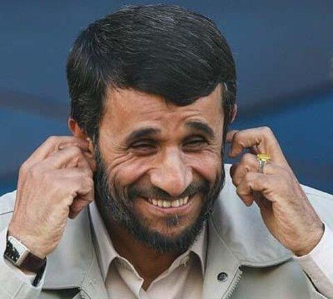 دنیا بخاطر رفتارهای احمدی نژاد به ما می خندید