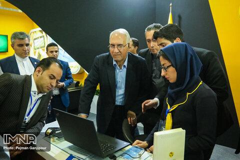 بازدید شهردار اصفهان از نمایشگاه اتوکام