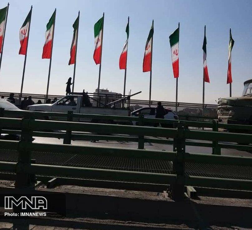 تهدید به خودکشی دختر ۱۶ ساله در پل چمران