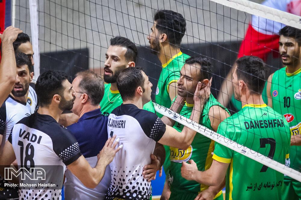 تابش: بازیکن اصفهانی در شهر خودش به من فحاشی کرد!