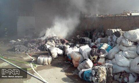 آتشسوزی در کارخانه الیاف در جاده فرودگاه + عکس