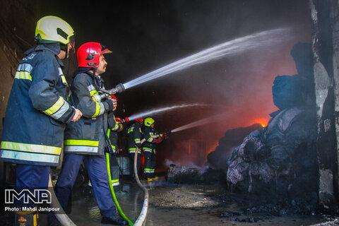 انبار شرکت فولاد خوزستان آتش گرفت
