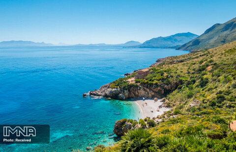ساحل Cala Tonnarella در ایتالیا