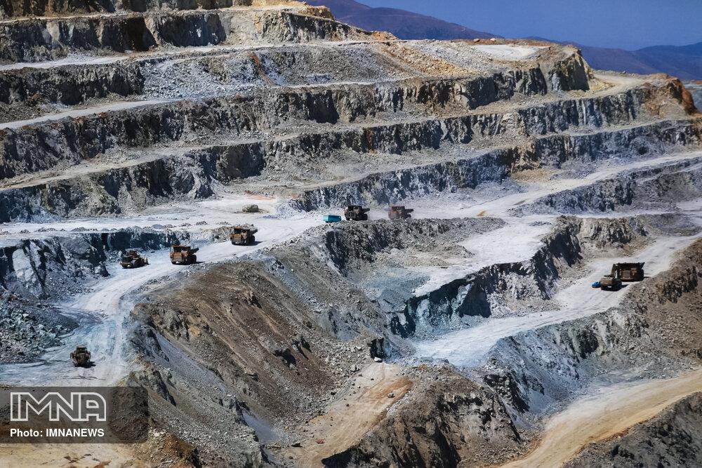 برداشت روزانه ۴۰۰ تریلی سنگ، کوه کرکس  را به سمت نابودی میبرد