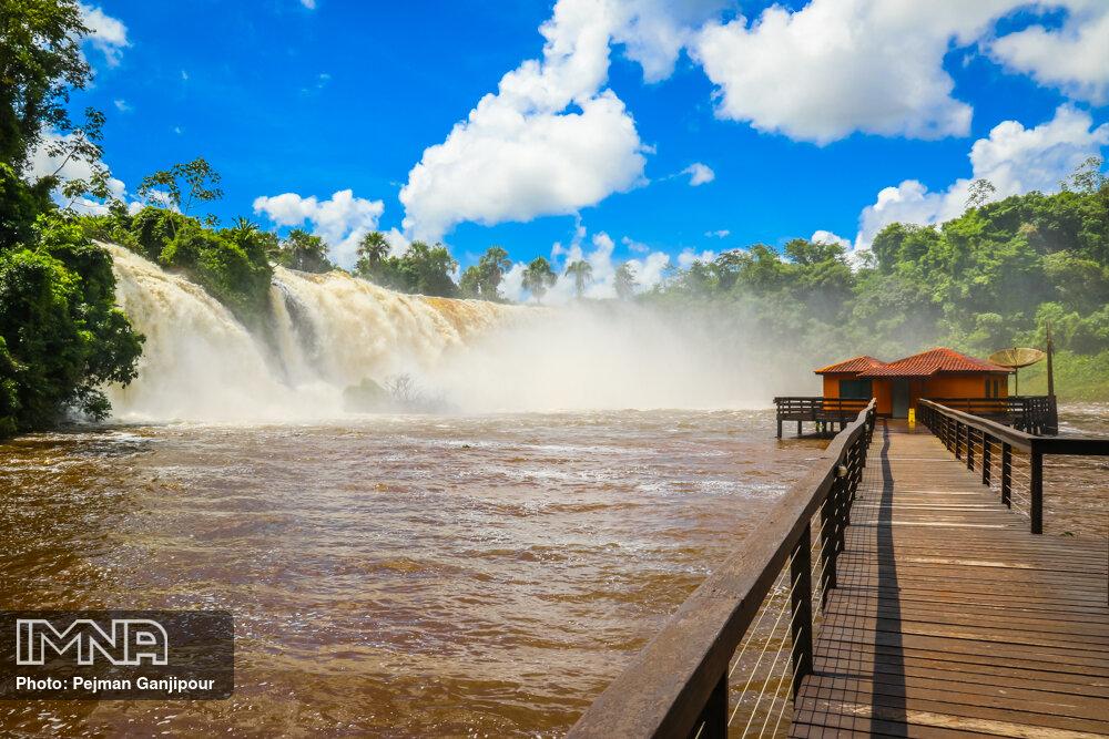 Stunning Salto das Nuvens Waterfalls