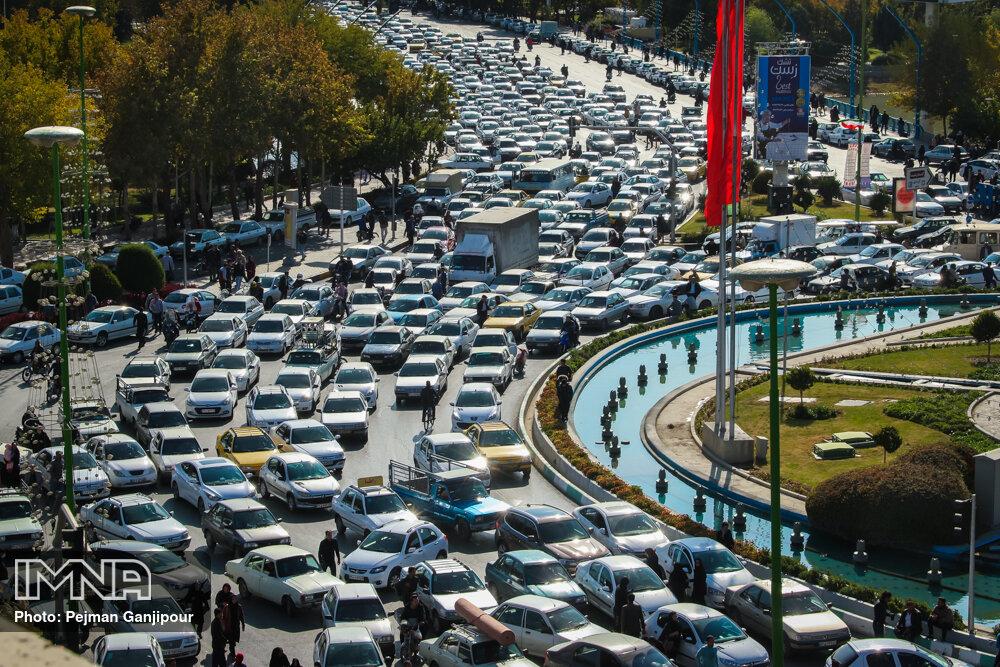 راه بندان در اصفهان به دنبال افزایش قیمت بنزین
