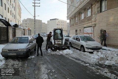 عملیات یخزدایی در قزوین ادامه دارد