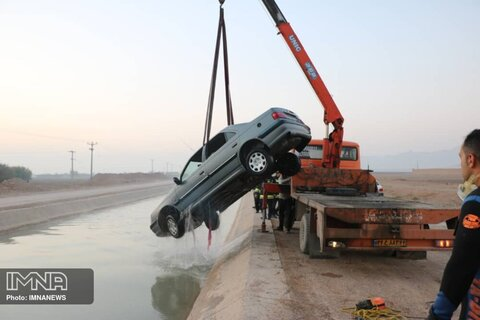 سقوط پژو پارس در کانال صحرای انقلاب خوراسگان+ عکس
