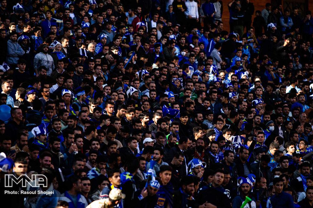 تجمع اعتراضی هواداران استقلال مقابل مجلس شورای اسلامی