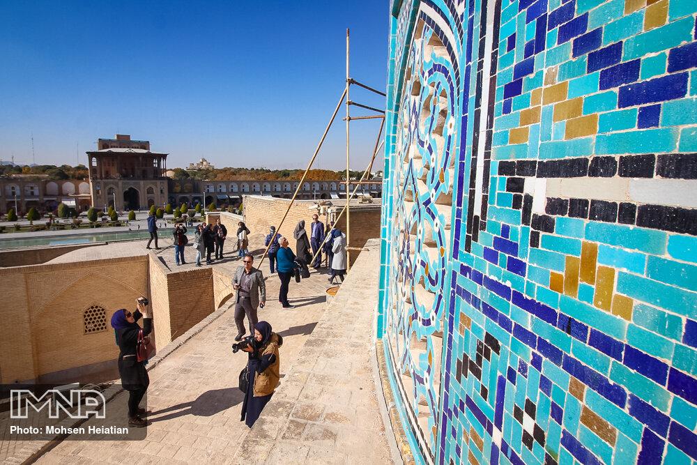 بازدید اصحاب رسانه از مرمت گنبد مسجد شیخ لطفالله