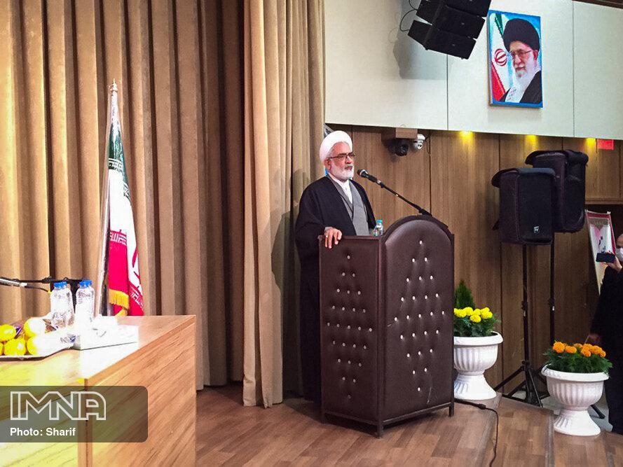 اگر نیروی انتظامی ورود نمی کرد اغتشاش گران اصفهان را نابود می کردند