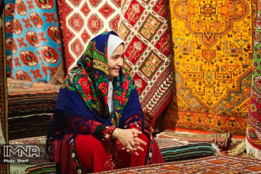 اغلب بافندگان فرش روستایی در اصفهان بیمه نیستند