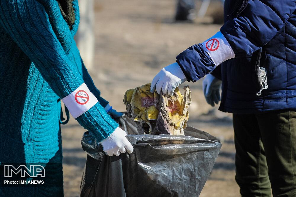 پاکسازی طبیعت به مناسبت روز جهانی داوطلب