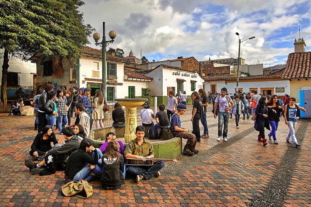 سیاست تغییر فضاهای عمومی در کلمبیا و شیلی چه بود؟