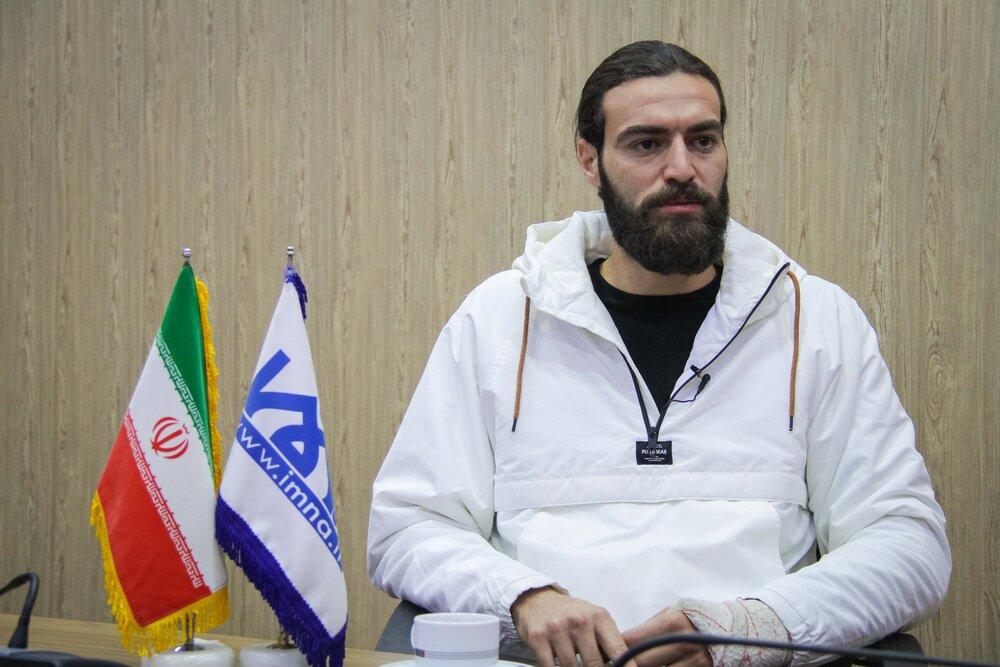 گفتگوی ایمنا با امیرحسین اکبری بازیکن تیم ملی فوتبال ساحلی