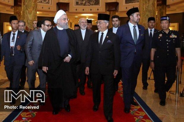 گزارش توئیتری ظریف از روز نخست حضور رئیس جمهوری در مالزی