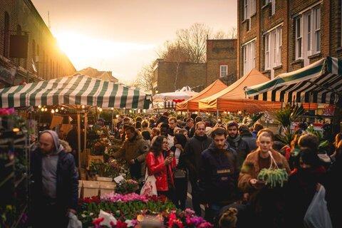 تنظیم استانداردهای تجاری در بازارهای محلی لندن