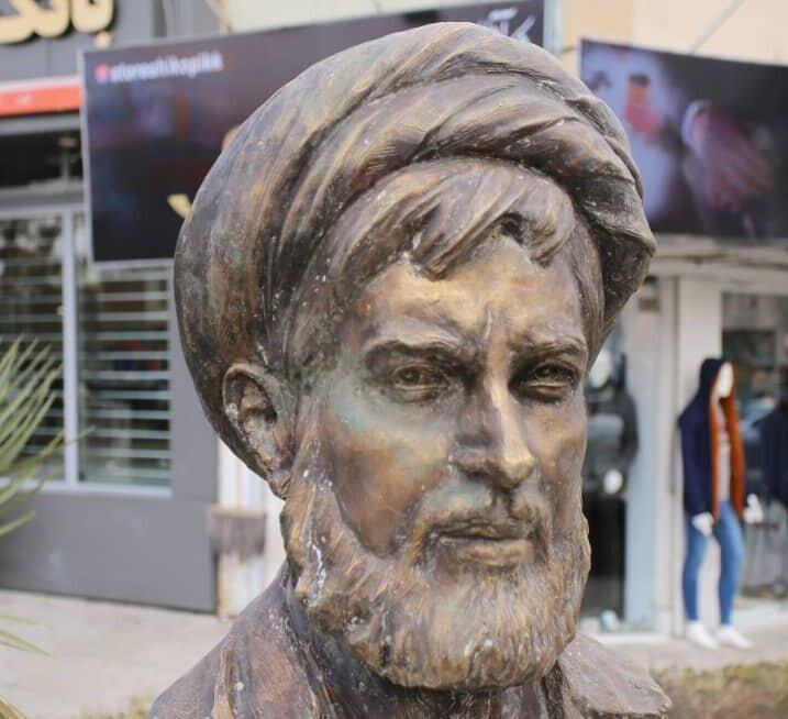 نصب سردیس «شهید مصطفی ردانیپور» در چهارراه هشت بهشت