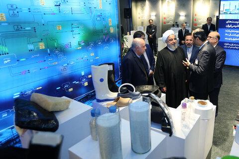رئیس جمهور از نمایشگاه دستاوردهای صنعت پتروشیمی کشور بازدید کرد
