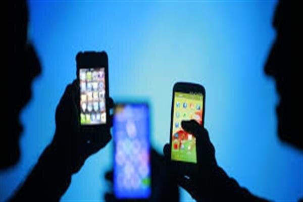 جستجوی پنهانی والدین در تلفن همراه فرزندان صحیح است؟