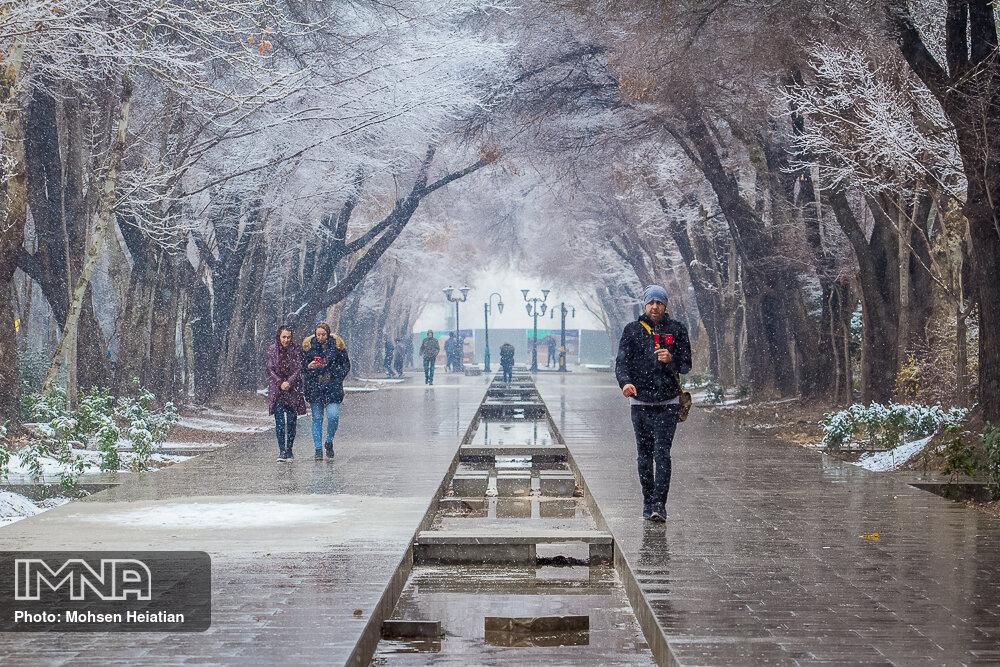 ورود امواج ناپایدار بارش زا به استان اصفهان