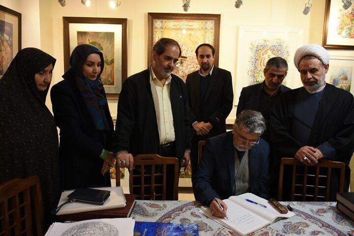 دیدار وزیر فرهنگ و ارشاد اسلامی با یک نگارگر اصفهانی