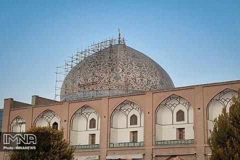 نمیتوان برای مرمت گنبد مسجد شیخ لطف الله از طریق مناقصه عمومی تصمیمگیری کرد